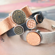 Inspirational Sets Jewellery with wooden charms and cabochons out of wood!